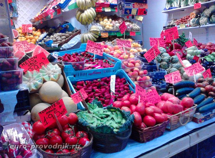 Фруктово-овощной павильон на рынке Оливар