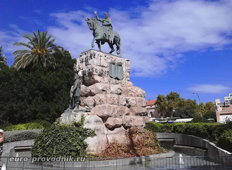 Конная статуя на площади Испании