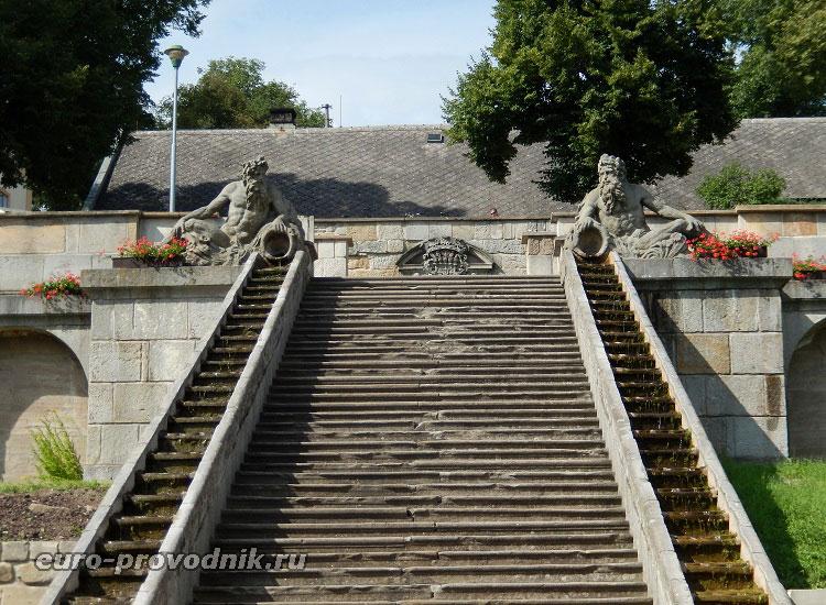Старинная лестница курорта Кукс