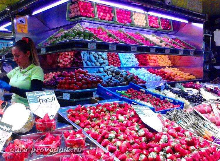 Фрукты на рынке Оливар