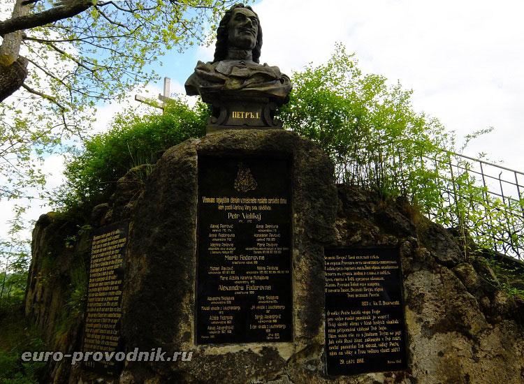 Памятник Петру I на скале