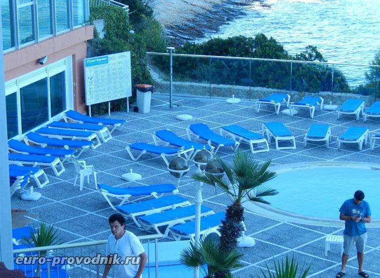Зона отдыха при отеле