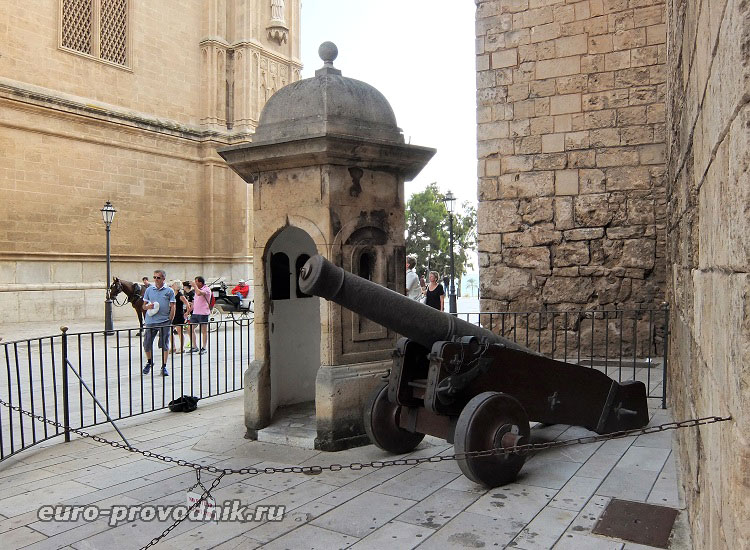 Орудие дворца Альмудайна