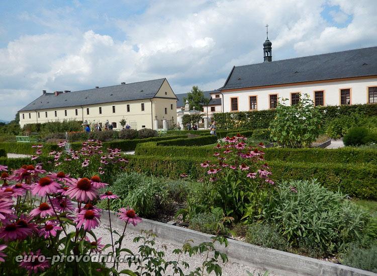Сад при замке-госпитале