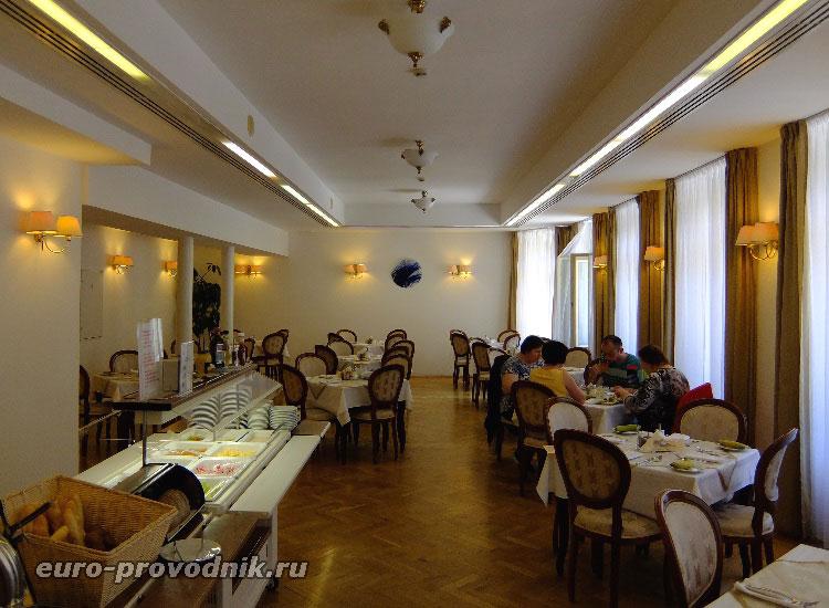 Ресторан отеля Астория