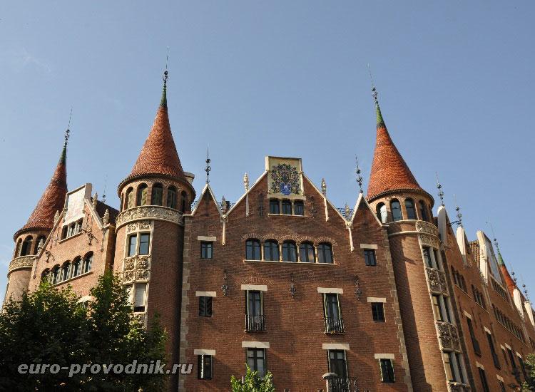 Дом со шпилями (или с шипами) в Барселоне