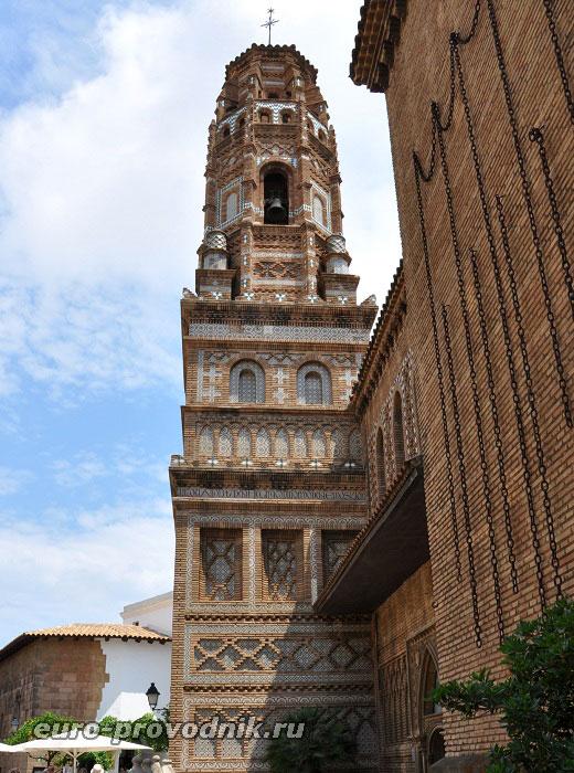 Колокольня на площади Арагоны