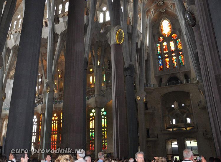 В храме Святого Семейства в Барселоне
