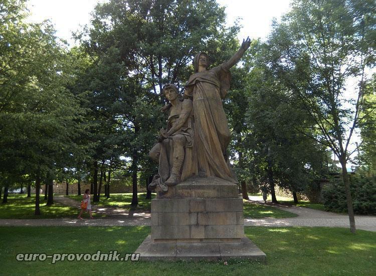 Скульптура в Вышеградском саду