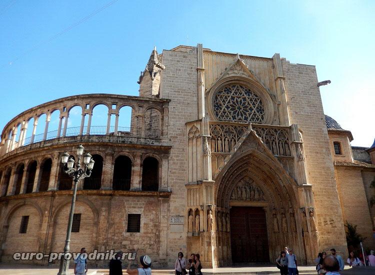 Портал апостолов Валенсийского храма