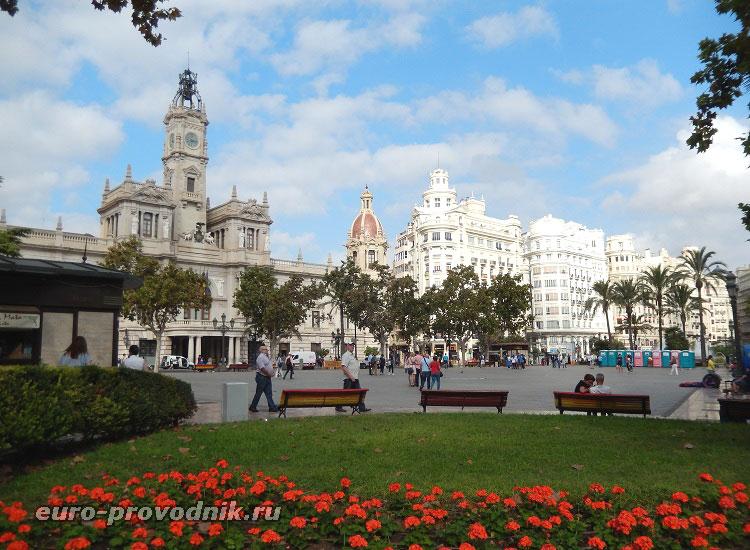 Площадь Ayuntamiento