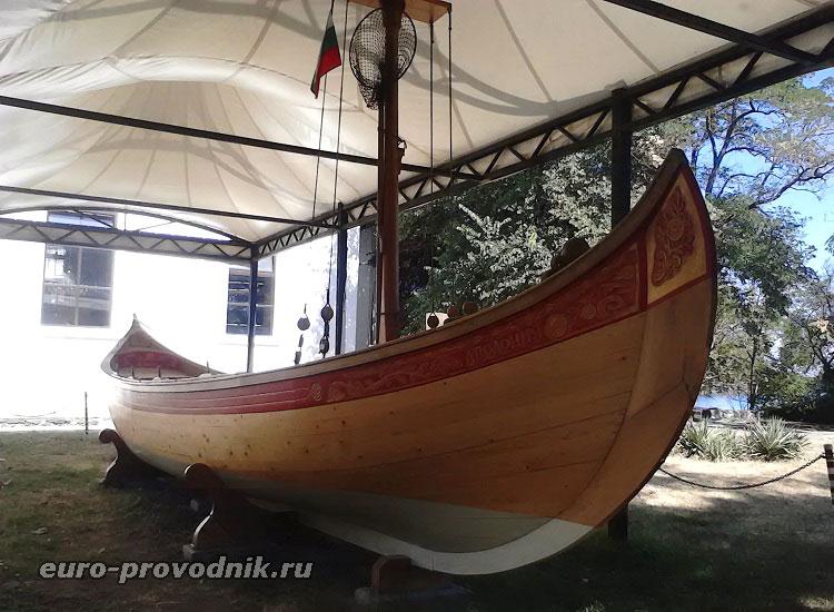 Болгарская рыбацкая лодка