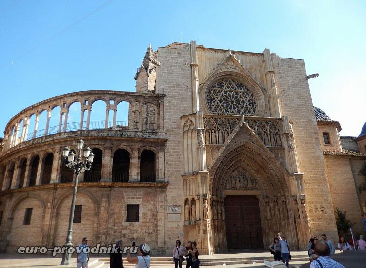 Готический портал Кафедрального собора