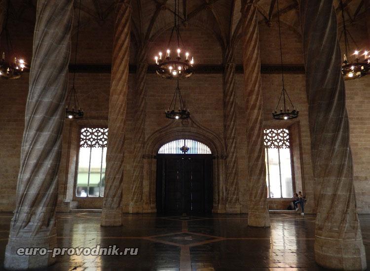 Биржевой готический зал