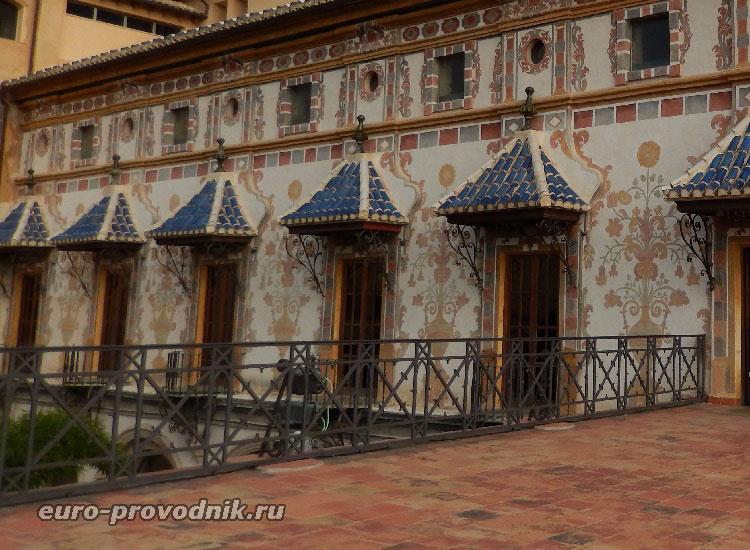 На террасе дворца