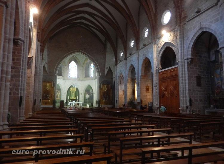 В храме Санта Мария