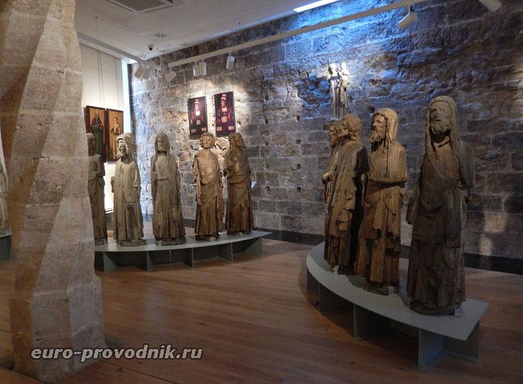 Подлинные готические скульптуры