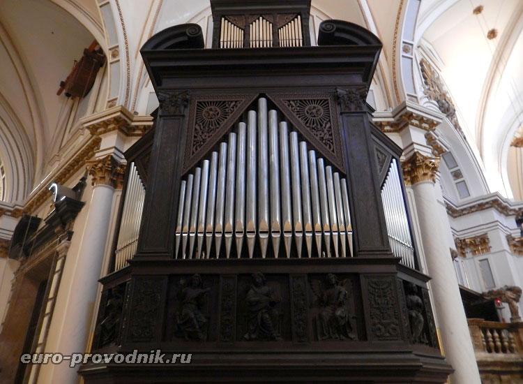 Действующий орган храма