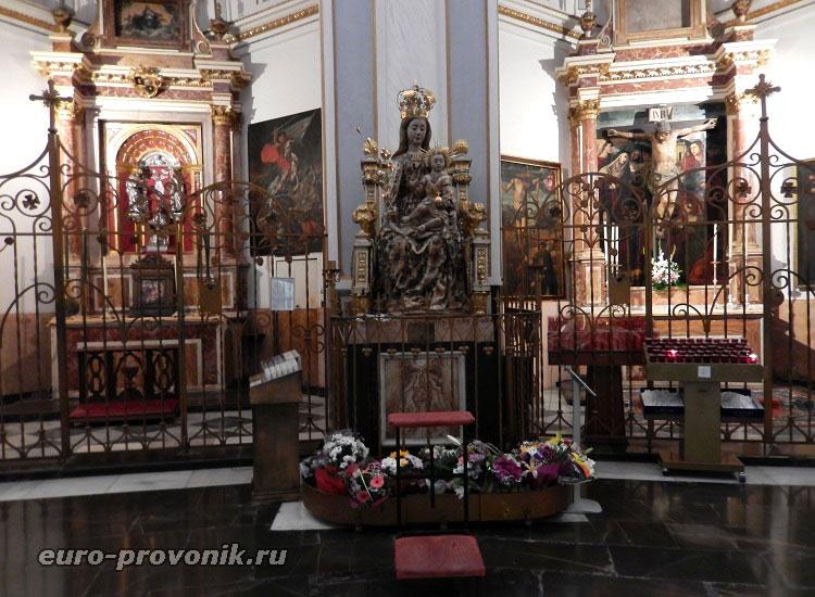 Дева Мария на троне - статуя XVI века
