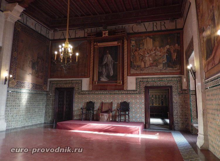 Коронный зал