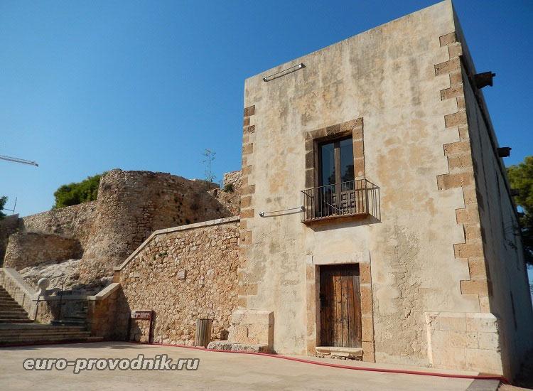 Руины дворца и музей