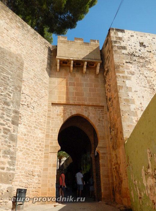 Портал - старейшая часть крепости