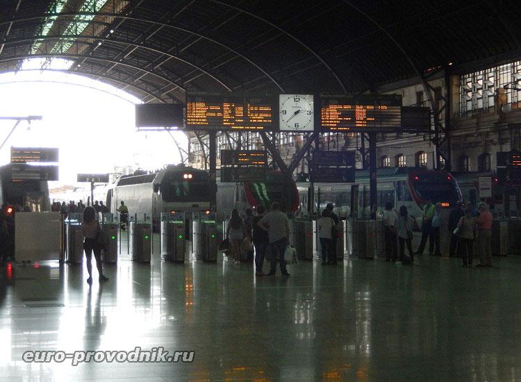 Выход на посадку в поезд Валенсия-Гандиа