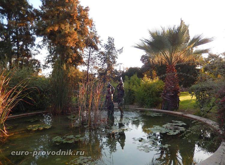 Заброшенный фонтан парка