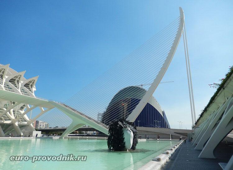Мостовая стрела в Городе искусств и наук