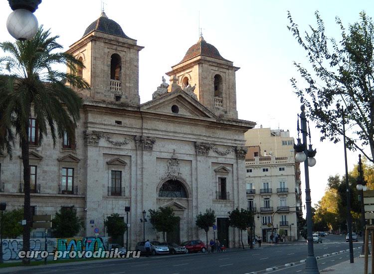 Здание бывшего монастыря
