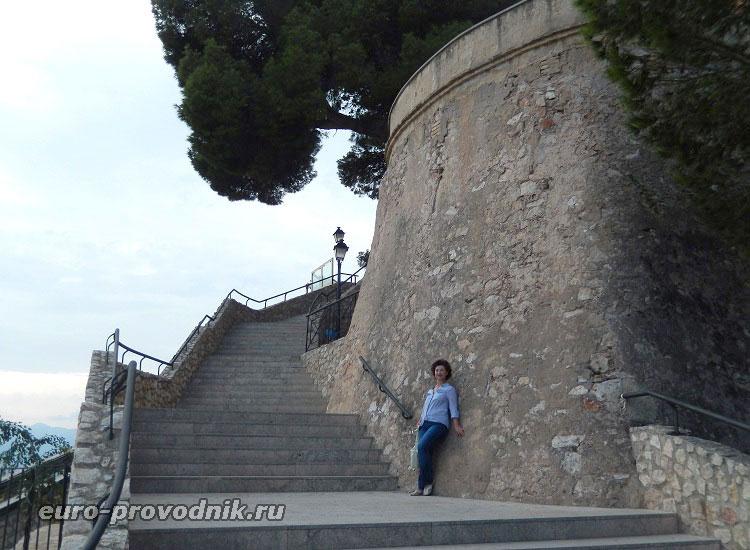 Средневековая стена крепости