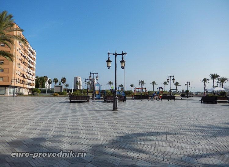 Площадь у моря