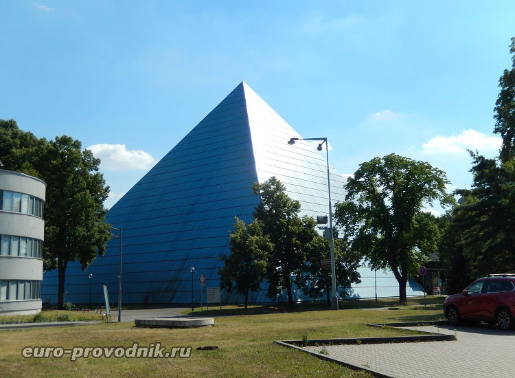 Мюзик-холл в выставочном комплексе