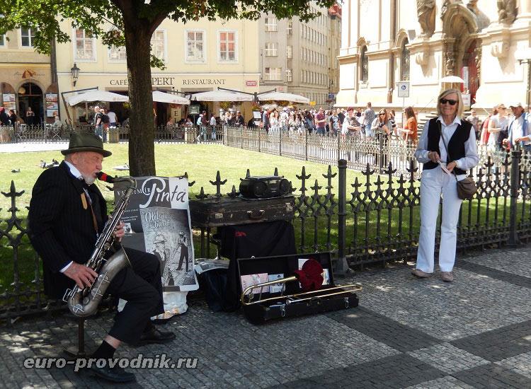 На Староместской площади звучит саксофон...