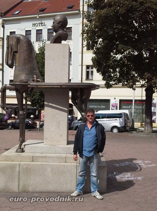 У памятника Я.Гашеку