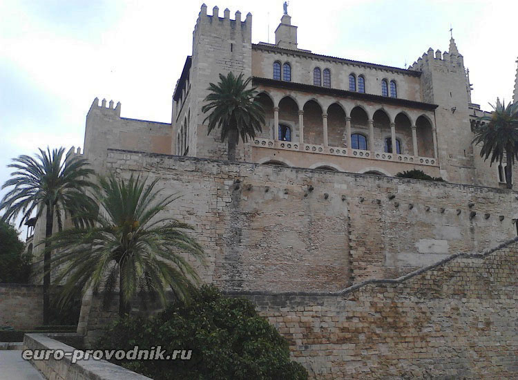 Укрепленный дворец Альмудайна