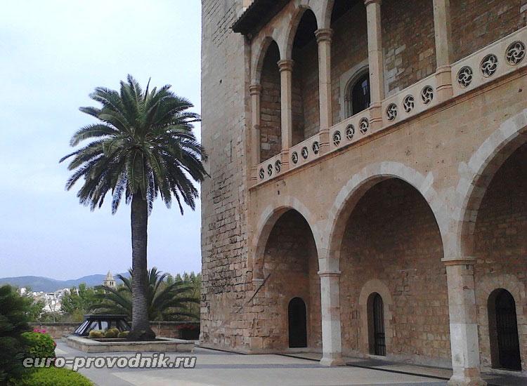 Арки дворца