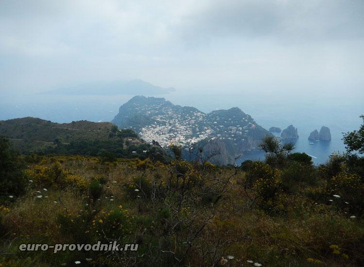 Остров Капри с высоты Монте Соларо