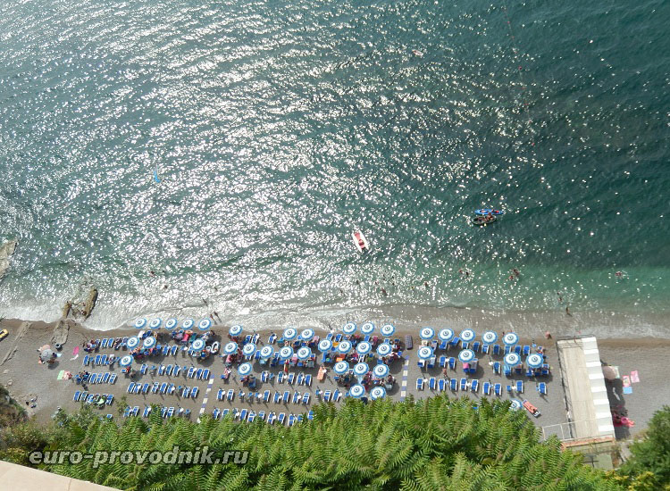 Пляж отеля в Вико