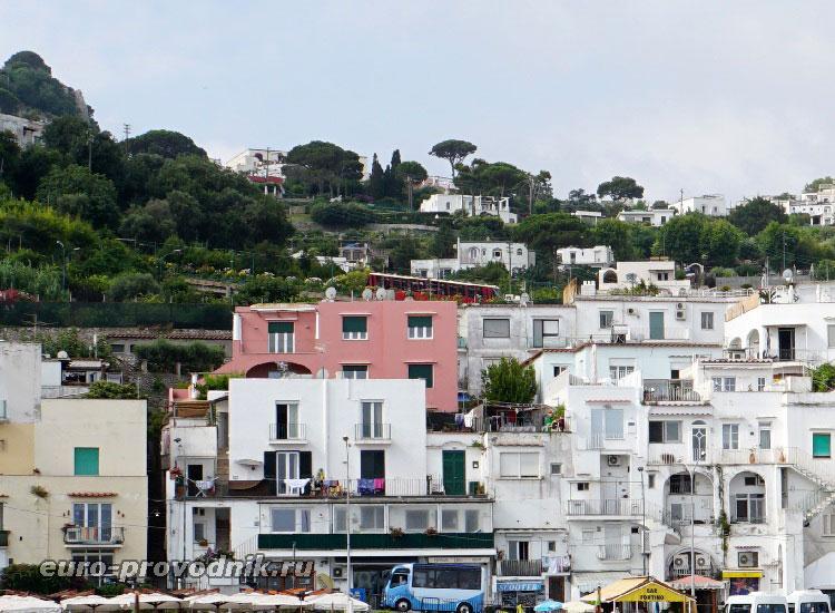 Порт и фуникулер на Капри
