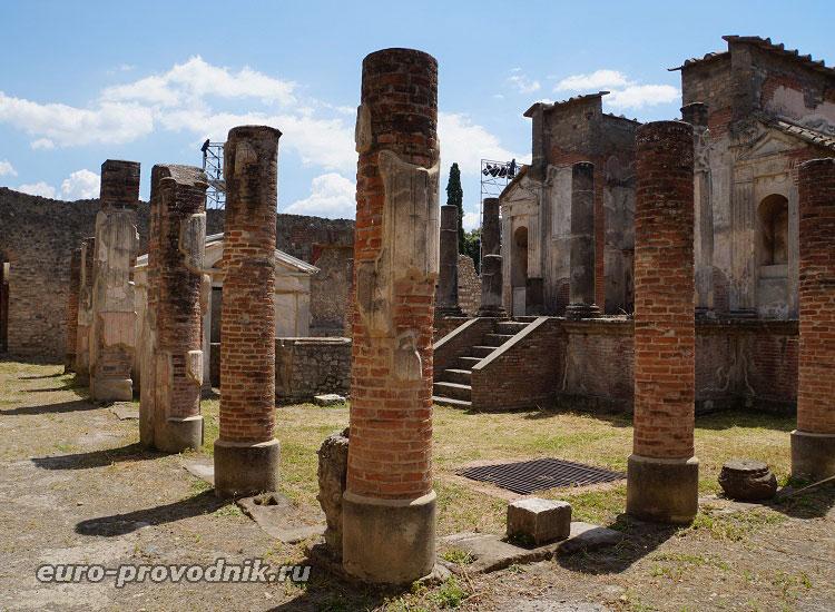 Руины античного города