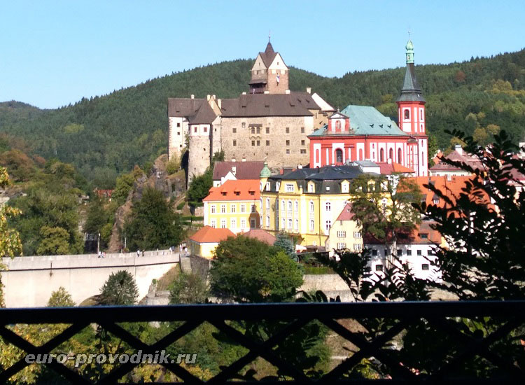 Вид на замок и костел