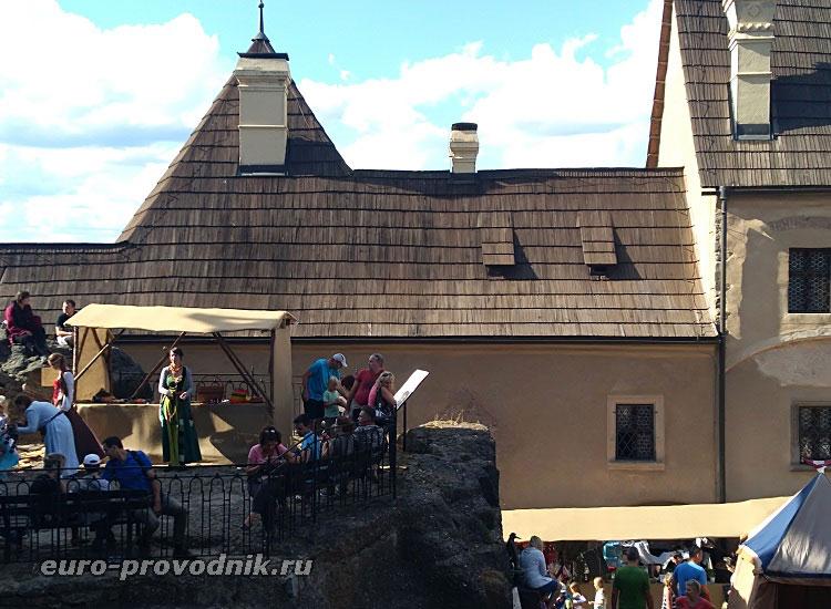 Высокий приступ во дворе замка