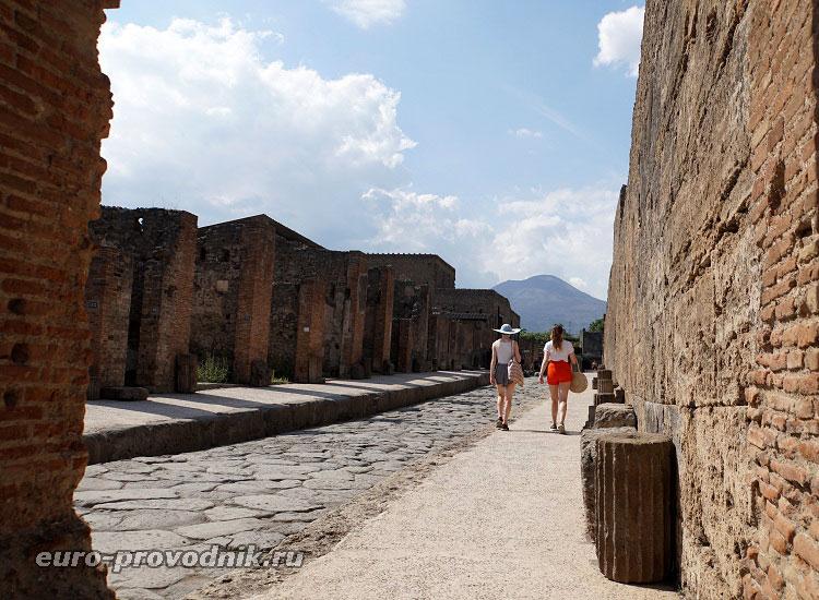Улица древнего города