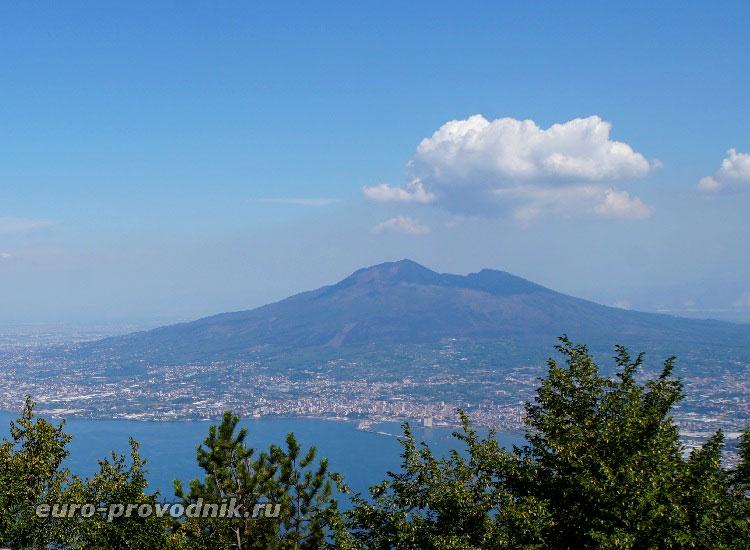 Вид на вулкан с горы Монте Файто