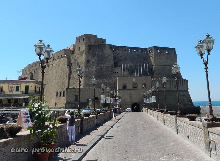 Замок Яйца в Неаполе