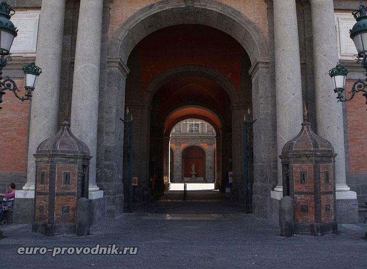 Вход в Palazzo Reale