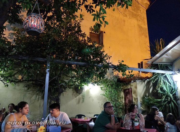 Дворик ресторана Al Buco