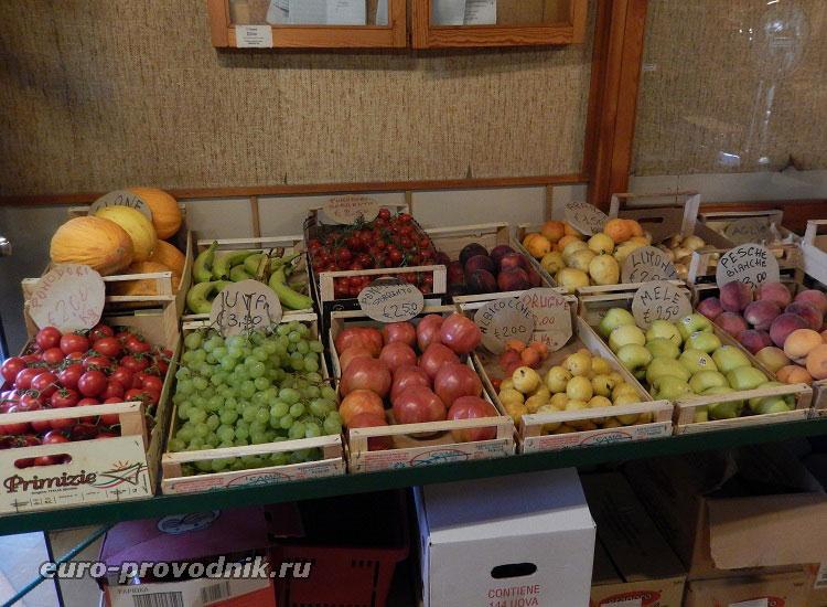Фруктово-овощной прилавок