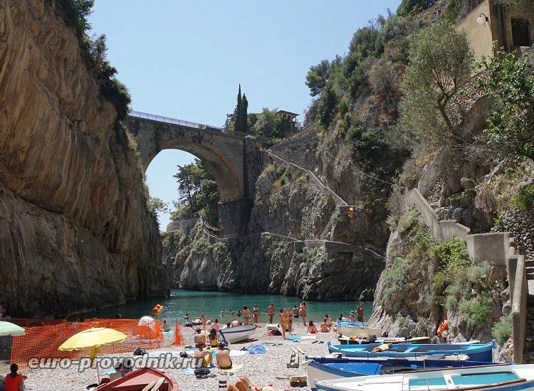 Мост и пляж Фуроре